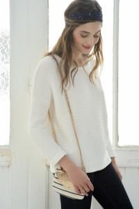 Un petit pull en laine pour un look de mariée décontracté