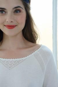 Un petit pull léger pour un look de mariée décontracté