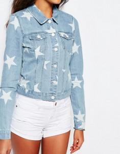 Une veste en jean à motif pour un look de mariée tendance