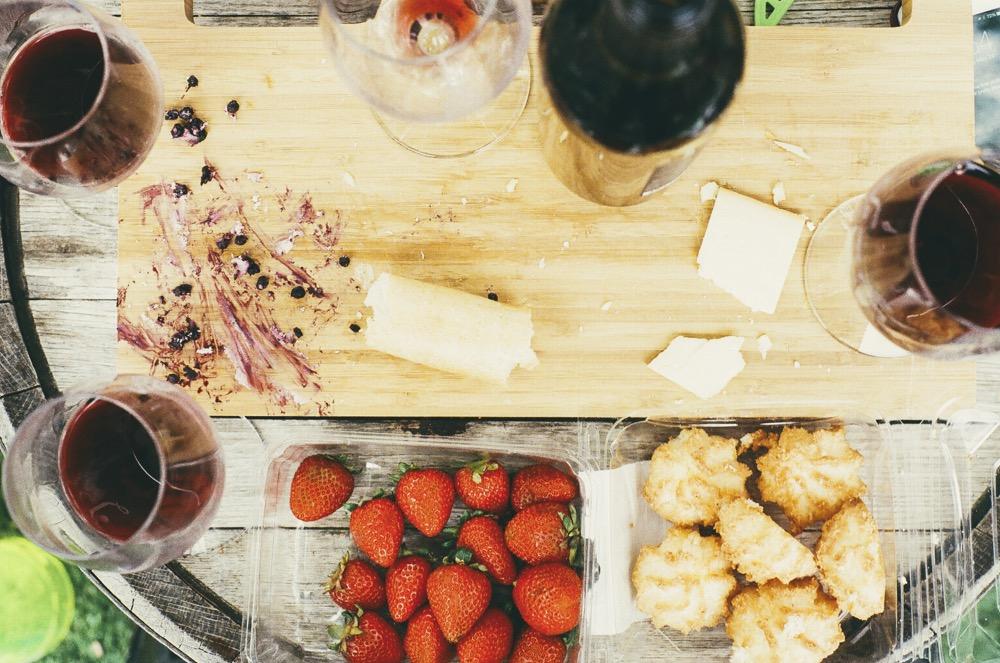 Une soirée dégustation vin / fromage comme activité pour un enterrement de vie de jeune fille