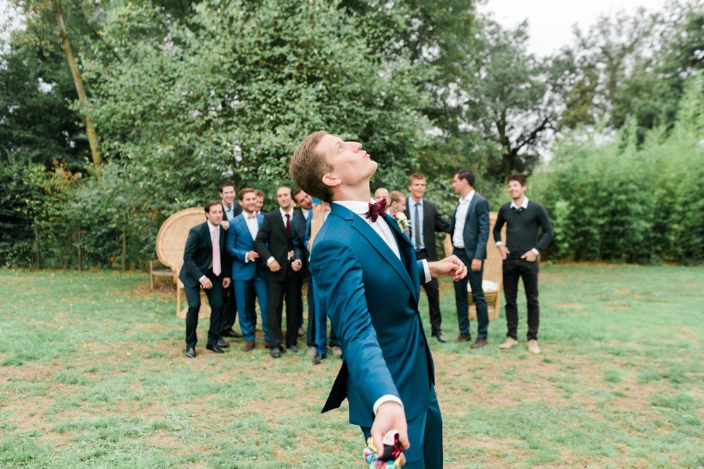 Le lancer du caleçon du marié - Photographe : Blanc Coco Photographe