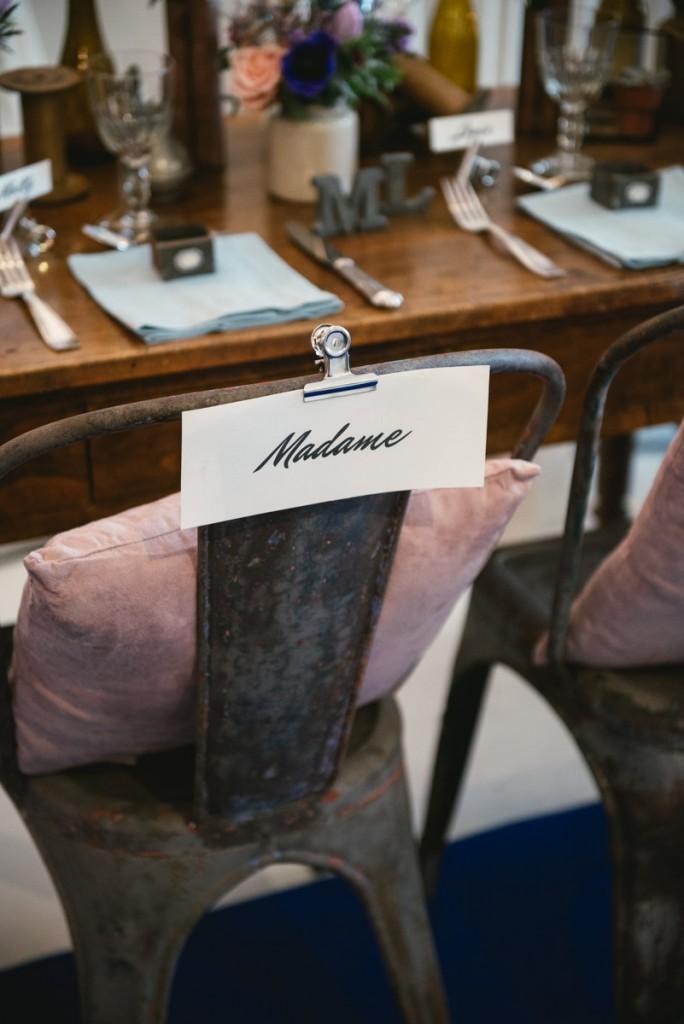 Chaises des mariés au style industriel imaginées par Authentic by Fanny - Photographe : Zéphyr et Luna