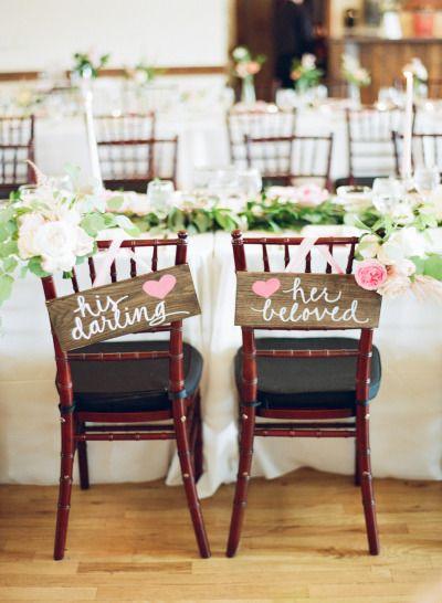 Chaises des mariés fleuries