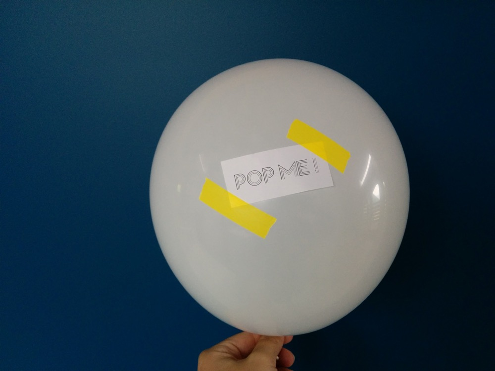 demandes-en-temoin-originales-ballon-a-eclater-the-great-palette