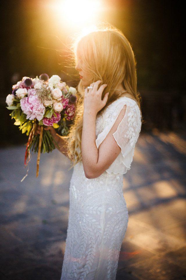 Bouquet de mariée dans les tons rose - Photographe : He Capture