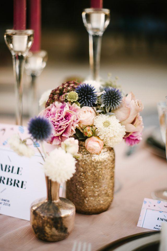 Bouquet moderne pour un centre de table pailleté - Photographe : He Capture