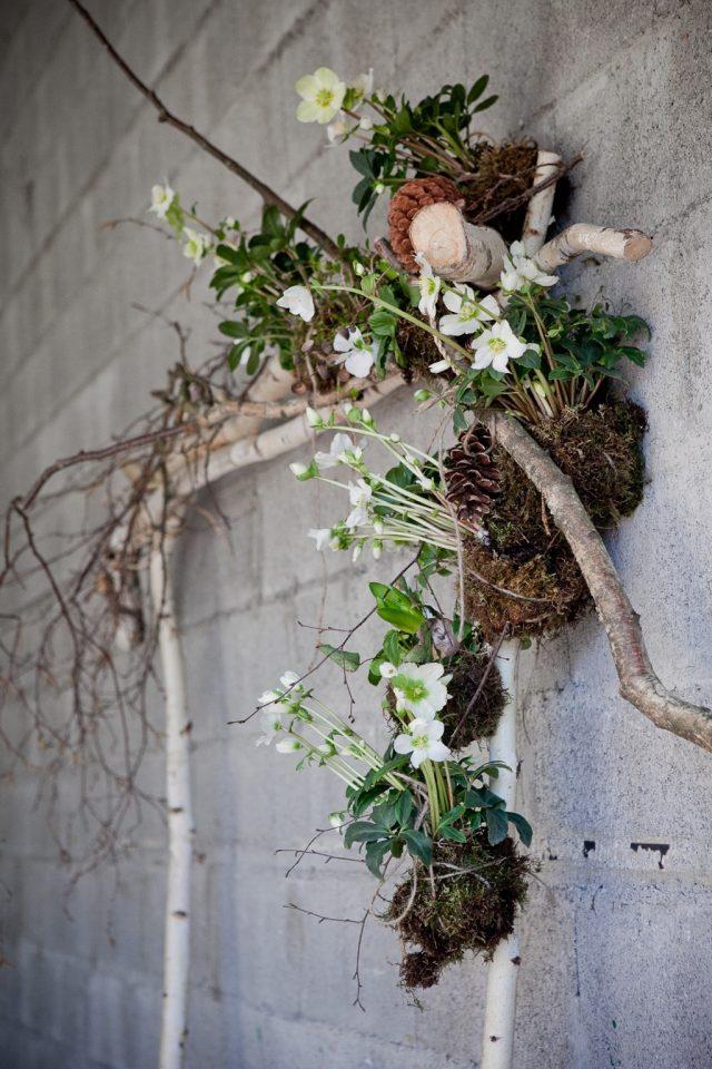 Décoration florale éco-responsable d'une arche de cérémonie laïque - Photographe : Laurianne Conesa