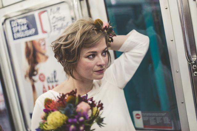 Mariée dans le métro - Photographe : Adriana Salazar