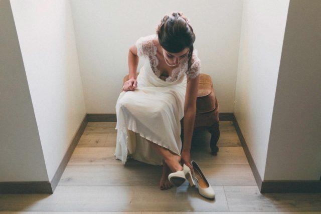 Les préparatifs de la mariée - Mariage à Autrans à la Grange aux Fées - Photographe : Adriana Salazar