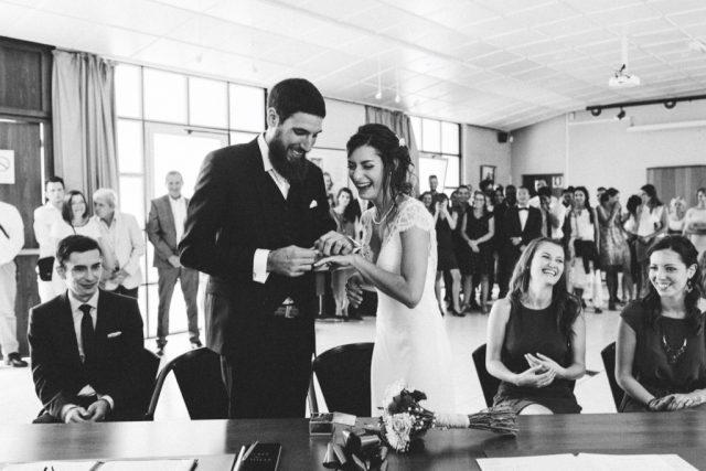 A la mairie - Mariage à Autrans à la Grange aux Fées - Photographe : Adriana Salazar