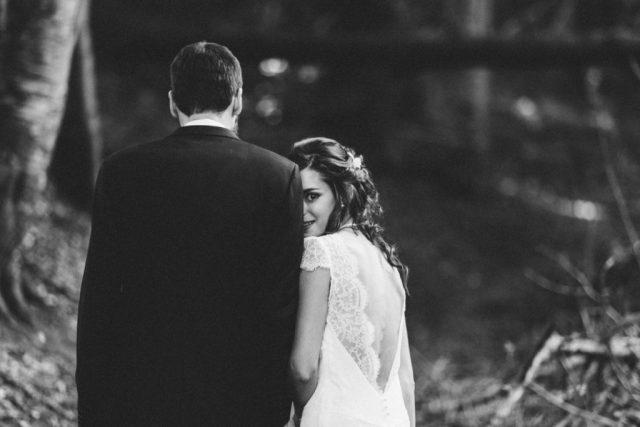 Séance photo de couple - Mariage à Autrans à la Grange aux Fées - Photographe : Adriana Salazar