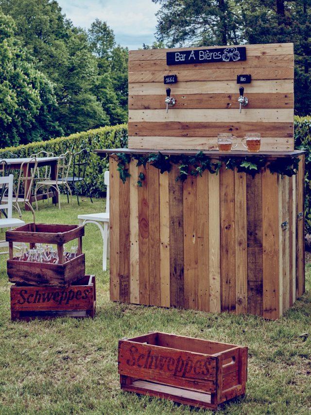 Bar à bière recyclé idéal pour le vin d'honneur de votre mariage - By Velvet Rendez-Vous