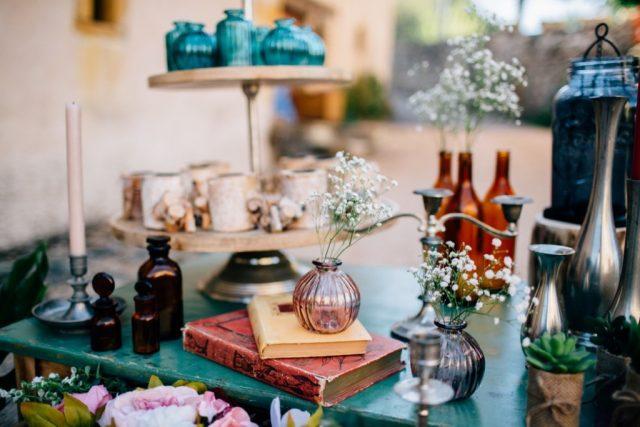 Bougeoirs et vases à louer pour décoration de mariage vintage - By Velvet Rendez-Vous
