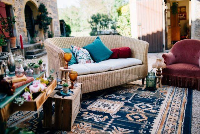 Salon pour créer un espace boudoir pour la décoration de votre mariage - By Velvet Rendez-Vous