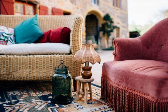 Espace boudoir pour décoration de mariage chic et décontractée - By Velvet Rendez-Vous