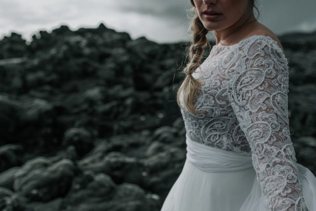 Robe de mariée Ahes - Maison Aurélie Mey - Créatrice vers Valence - Photographe : Alison Bounce