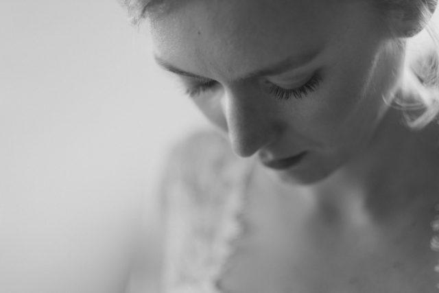 Portrait de la mariée d'un mariage au Col des Aravis - Photographe de mariage : Gérald Mattel