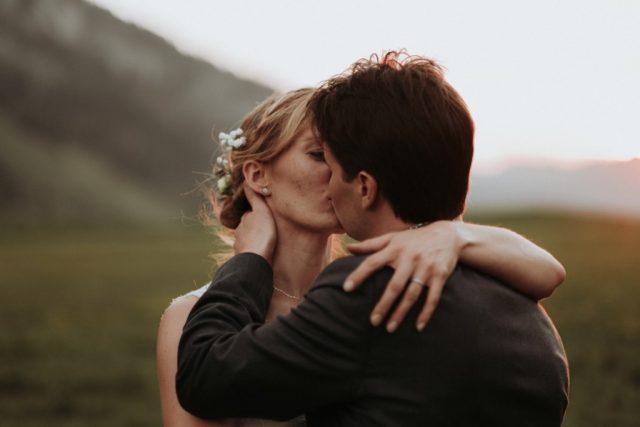 Photo de couple au Col des Aravis - Photographe de mariage : Gérald Mattel