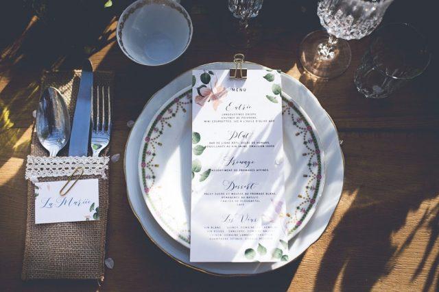 Menu de table fleuri pour un mariage organique - Création de La Papette - Photographe : June.H