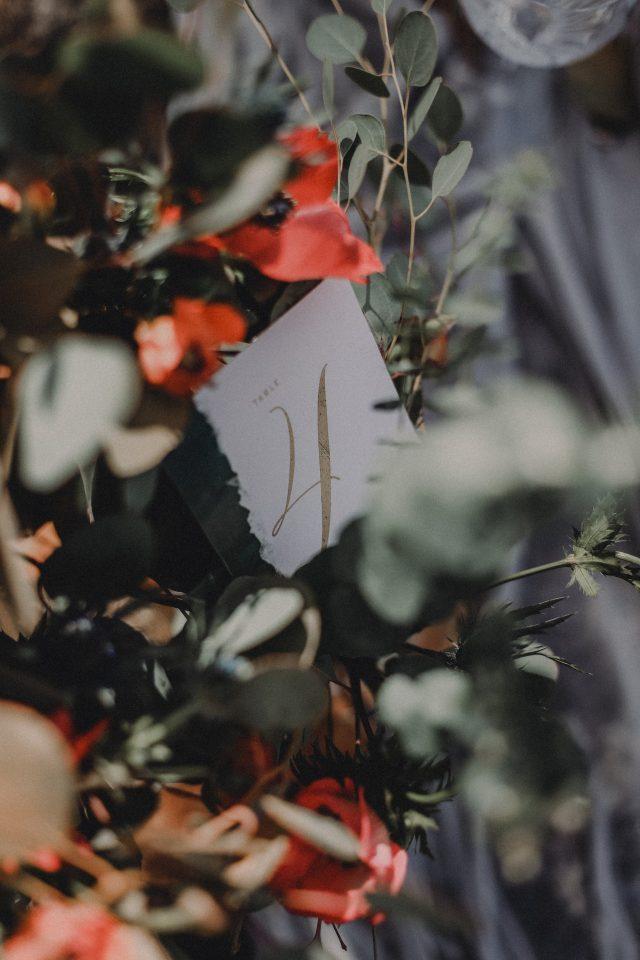 Numéro de table style calligraphie - Création de La Papette - Photographe : Moonrise Photography