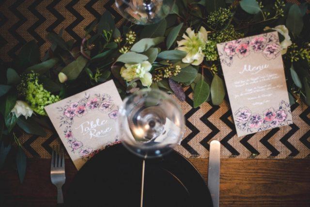 Papeterie de mariage fleurie dessinée à la main - Créée par River Fabric - Photographe : Rebecca Vaughan Cosquéric