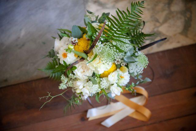 Le bouquet de la mariée d'un mariage jaune et fleuri - Photographe : Eilean et Jules Photographie