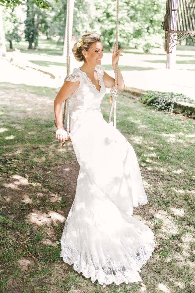 La mariée d'un mariage jaune et fleuri - Photographe : Eilean et Jules Photographie