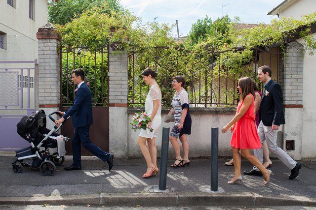 En route pour la cérémonie - Un mariage d'été dans le Val de Marne - Photographe : Marine Blanchard