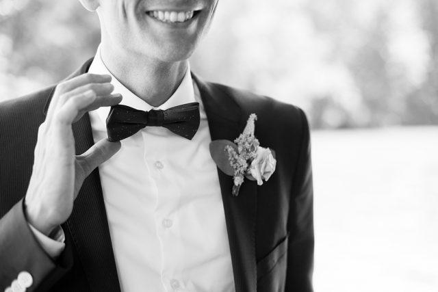 Tenue du marié - Un mariage d'été dans le Val de Marne - Photographe : Marine Blanchard