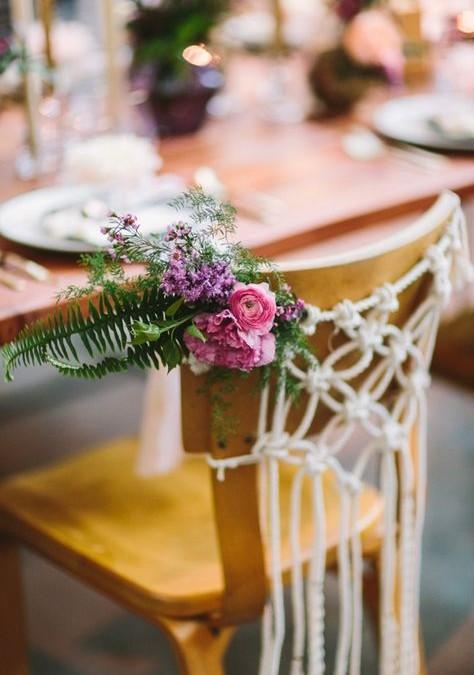 Des inspirations pour décorer les chaises des mariés