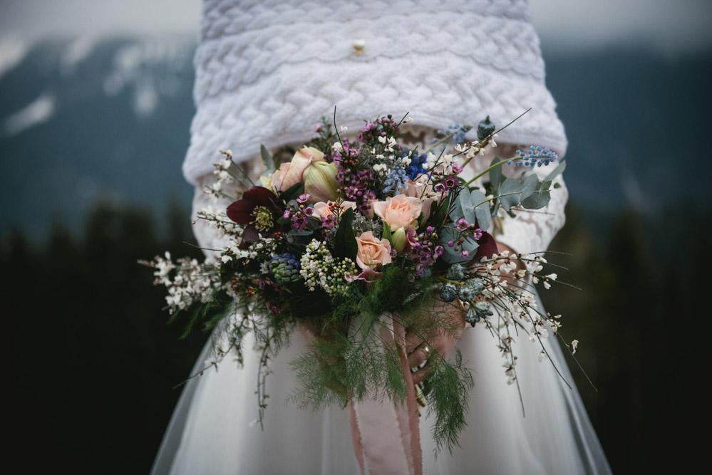 Bouquet de mariée by Lilas Wood, designer floral mariage près de Lyon - Photographe : Zéphyr et Luna