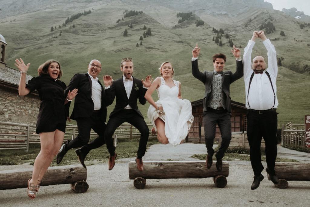 Photo de groupe d'un mariage à la montagne - Photographe : Gerald Mattel
