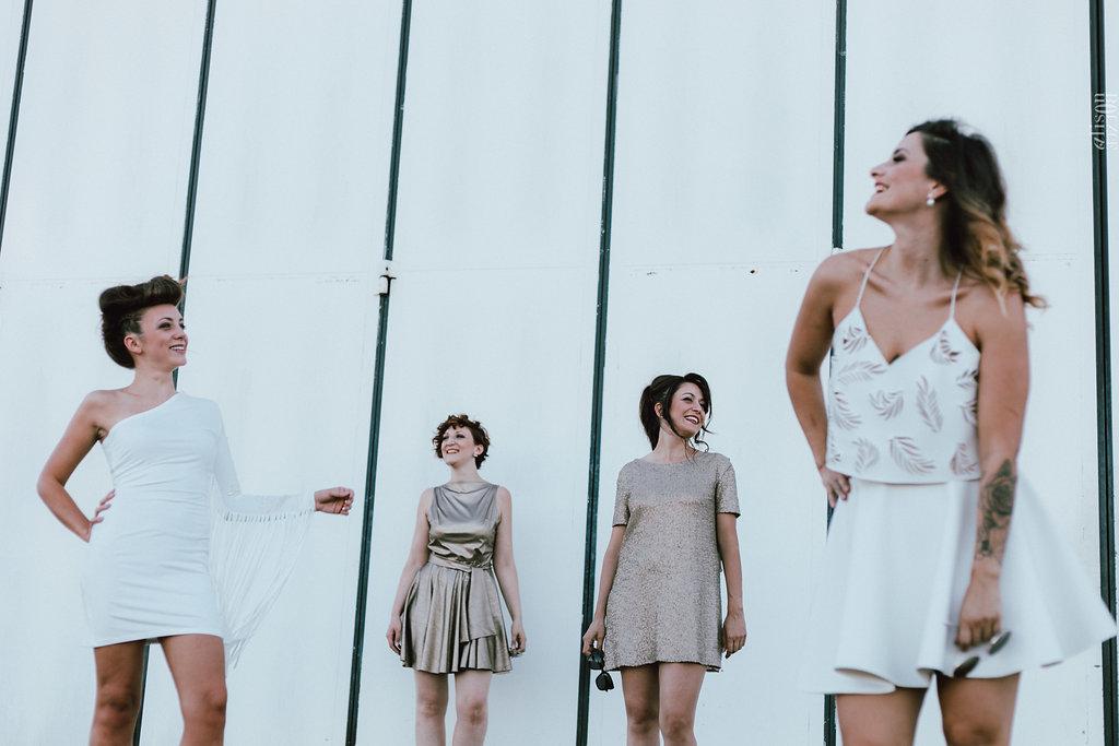 Robes de mariée civiles au style rock - Aurélie Mey créatrice de robes de mariée à Valence - Photographe : Alison Bounce